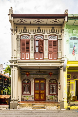 MY02308 Traditional 19th century shophouse, George Town, Penang Island, Malaysia