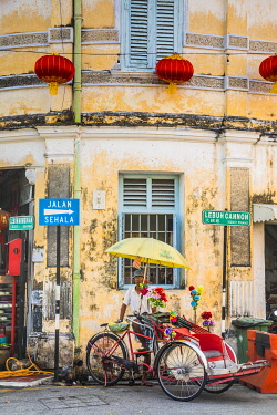 MY02324 Traditional 19th century shophouse, George Town, Penang Island, Malaysia