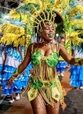 BRA3706AW Samba Dancer at the Carnival Parade in Niteroi, State of Rio de Janeiro, Brazil