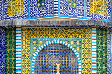 ISR0863AW Israel, Jerusalem District, Jerusalem. Detail of ornate decorative tile on the exterior of the Dome of the Rock on Temple Mount.