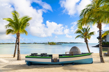 CLKAC103236 The beach bar at the Shangri-La Le Toussrok hotel, Trou d'Eau Douce, Flacq district, Mauritius, Africa