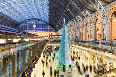 ENG16118AW St Pancras train station interior at Christmas, London, England, United Kingdom