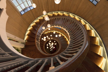 ENG16119AW Cecil Brewer's Spiral staircase in Heal's Department Store, London, England, United Kingdom