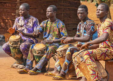 BNN0199 Benin, Ketou, Plateau Department. Drummers display their skills at a dance.