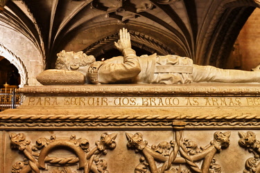 POR10248AWRF Tomb of Luis de Camoes inside the church of the Jeronimos Monastery, a Unesco World Heritage Site. Lisbon, Portugal