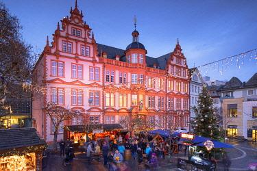 GER11658AW Christmas Market at dusk, Mainz, Rhineland-Palatinate, Germany
