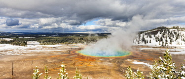 USA14255AW Grand Prismatic Spring, Midway Geyser Basin, Yellowstone National Park, Wyoming, USA