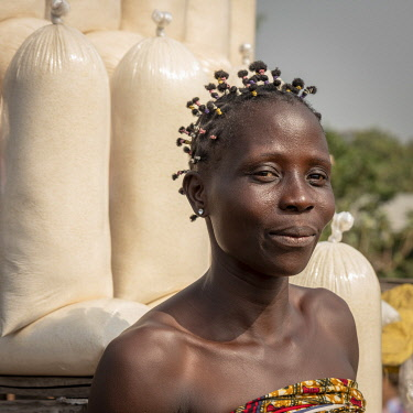 BNN0387AW Africa, Benin, Dassa region. A saleslady at the Cassava flour shops.