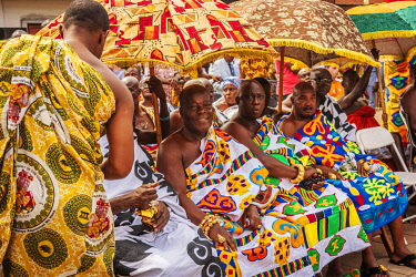 GHA0233AW Ghana, Kumasi, Akwasidae festival. Colorful dressed chiefs during the greeting ceremony at The Akwasidae Festival (alternate, Akwasiadae) is celebrated by the Ashanti people and chiefs in Ashanti, as...