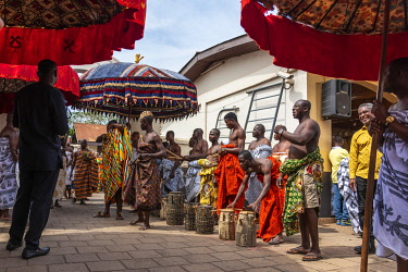GHA0234AW Ghana, Kumasi, Akwasidae festival. Musicians waiting for the King to enter The Akwasidae Festival (alternate, Akwasiadae) is celebrated by the Ashanti people and chiefs in Ashanti, as well as the Asha...
