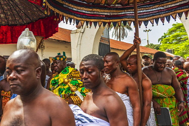 GHA0241AW Africa, Ghana, Kumasi. Akwasidae festival. The entrance of the King. Ghana, Kumasi, The Akwasidae Festival (alternate, Akwasiadae) is celebrated by the Ashanti people and chiefs in Ashanti, it ss cele...