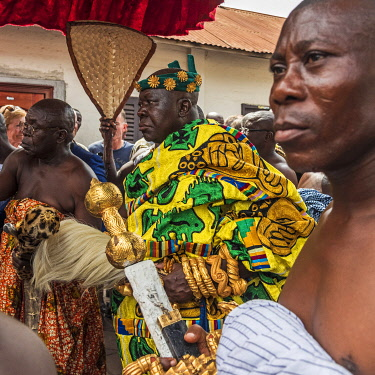 GHA0242AW Ghana, Kumasi, Akwasidae festival. The king Asantehene Osei Tutu II of Ashanti. Ghana, Kumasi, The Akwasidae Festival (alternate, Akwasiadae) is celebrated by the Ashanti people and chiefs in Ashanti,...