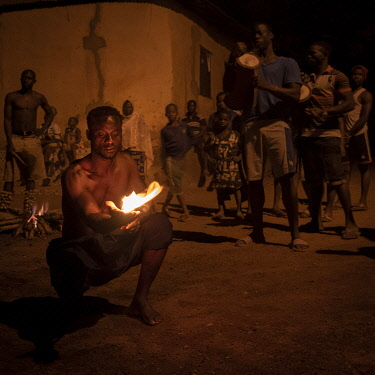 TOG0044AW Africa, Togo, SokodÃÂ�, the fire dance.