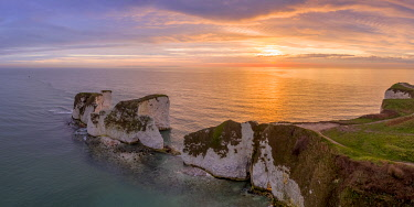 UK08456 UK, England, Dorset, Isle of Purbeck, Swanage, Jurassic Coast, The Foreland or Handfast Point, Old Harry Rocks