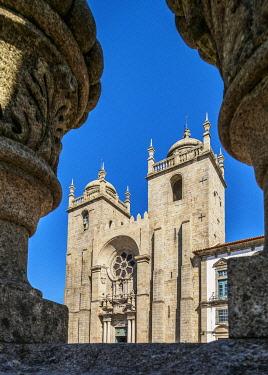 POR10326AWRF Se Cathedral, Pelourinho Square, Porto, Portugal