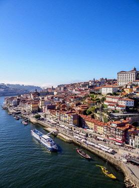 POR10328AWRF Douro River and Cityscape of Porto, elevated view, Portugal