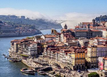 POR10329AWRF Douro River and Cityscape of Porto, elevated view, Portugal