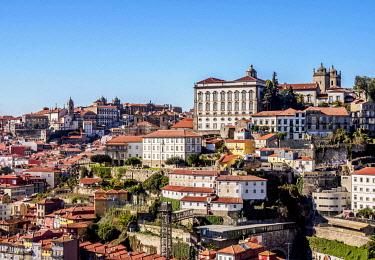 POR10331AWRF Cityscape of Porto, Portugal