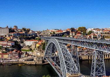 POR10332AWRF Dom Luis I Bridge, elevated view, Porto, Portugal