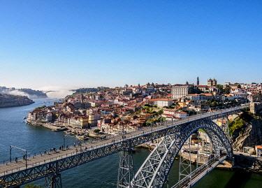 POR10333AWRF Dom Luis I Bridge, elevated view, Porto, Portugal