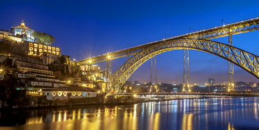 POR10347AW Dom Luis I Bridge at dusk, Porto, Portugal