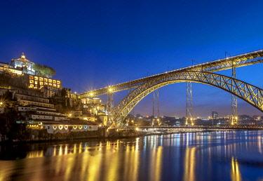 POR10348AW Dom Luis I Bridge at dusk, Porto, Portugal