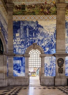 POR10353AW Sao Bento Train Station, interior, Porto, Portugal