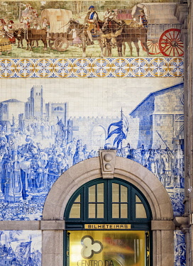 POR10356AW Sao Bento Train Station, interior, Porto, Portugal