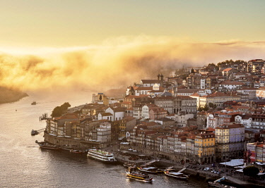 POR10374AW Douro River and Cityscape of Porto at sunset, elevated view, Portugal