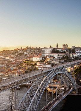 POR10375AW Dom Luis I Bridge at sunset, elevated view, Porto, Portugal