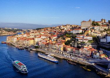POR10377AW Douro River and Cityscape of Porto, elevated view, Portugal