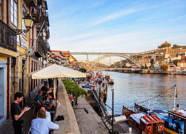 POR10393AW Cais da Estiva, Douro River and Dom Luis I Bridge, Porto, Portugal
