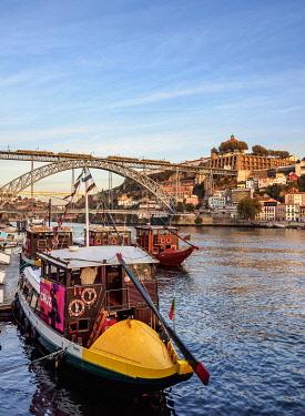 POR10394AW Cais da Estiva, Douro River and Dom Luis I Bridge, Porto, Portugal
