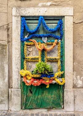 POR10433AW Decorated Door, Alfama, Lisbon, Portugal