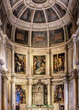 POR10437AW Church of Santa Maria, interior, Jeronimos Monastery, Belem, Lisbon, Portugal