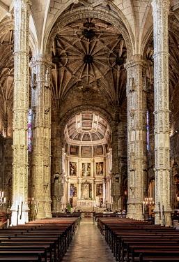 POR10439AW Church of Santa Maria, interior, Jeronimos Monastery, Belem, Lisbon, Portugal