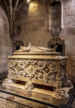 POR10440AW Vasco da Gama Tomb, Church of Santa Maria, Jeronimos Monastery, Belem, Lisbon, Portugal