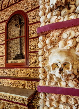POR10451AW Chapel of Bones, interior, Carmo Church, Faro, Algarve, Portugal
