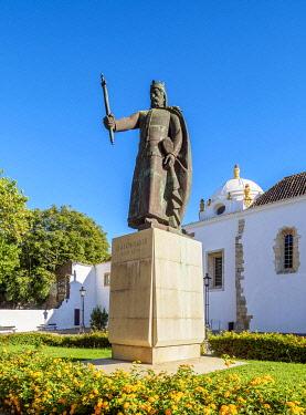 POR10491AW Afonso III Statue in front of the Monastery of Nossa Senhora da Assuncao, Faro, Algarve, Portugal
