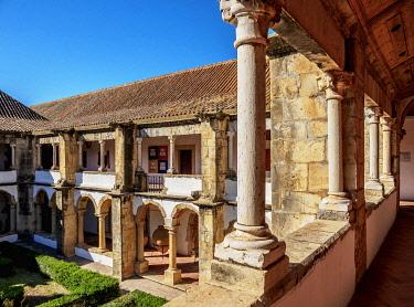 POR10500AW Cloister of Monastery of Nossa Senhora da Assuncao, Faro, Algarve, Portugal