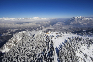 IBXFFF03762598 Ski resort at Mt. Kreuzeck, Garmisch-Partenkirchen, Upper Bavaria, Bavaria, Germany, Europe