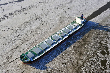 IBLHWE03739401 Cargo ship Prosperous on the Elbe River with ice flow, aerial view, Hamburg, Hamburg, Germany, Europe