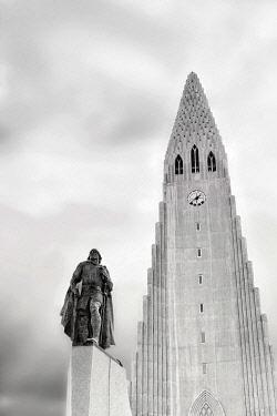 IBXANT04743744 Memorial of Leif Eriksson, Leifur Eiríksson, Hallgrímskirkja, church of Hallgrímur, Reykjavik, Iceland, Europe
