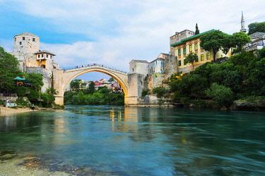 IBXGAB04801944 Mostar Bridge over Neretva river, Unesco World Heritage Site, Mostar, Bosnia and Herzegovina, Europe