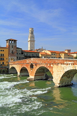 IBLPSE01878477 River Adige, Ponte Pietra bridge and Cathedral Santa Maria Matricolare, Verona, Veneto, Italy, Europe