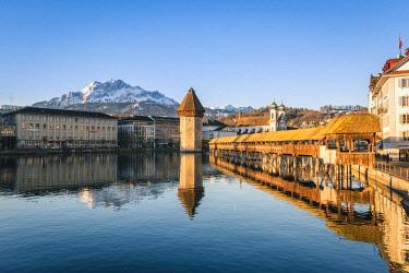 SWI8276AW Lucerne, Switzerland. Kapellbrücke (Chapel Bridge) on Reuss river and mount Pilatus in the backdrop
