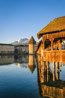 SWI8278AW Lucerne, Switzerland. Kapellbrücke (Chapel Bridge) on Reuss river and mount Pilatus in the backdrop