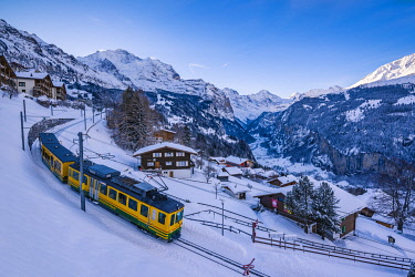 SWI8299AW Wengen and Lauterbrunnen valley, Berner Oberland, canton of Bern, Switzerland