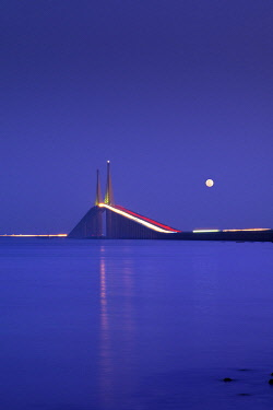 US11966 Sunshine Skyway Bridge, Tampa Bay, Full Moon, Saint Petersburg, Florida