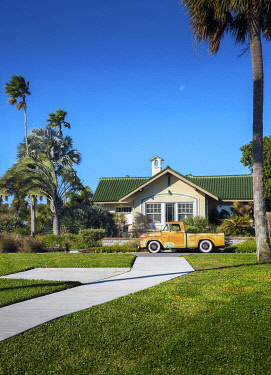 US11970 Florida, Saint Petersburg, Old Southeast Neighborhood, Pinellas County, Classic 1950's Ford Pickup Truck